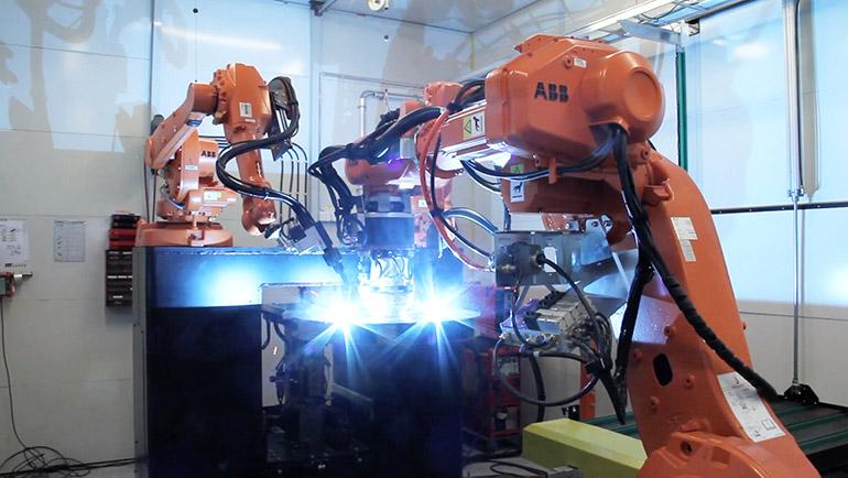 HT Laserin laserhitsausrobotti työssä